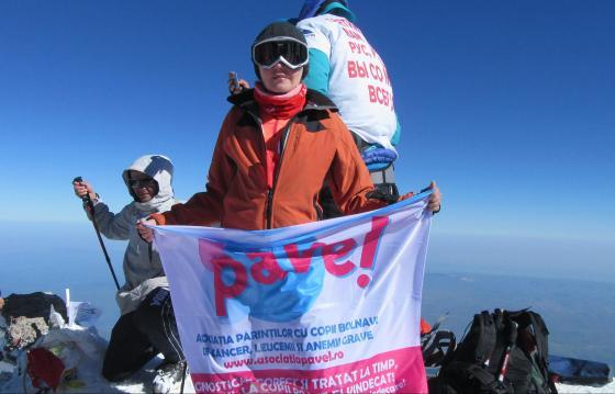 ARIPI CA ÎN CER! Pe Aconcagua, cel mai înalt vârf din lume în afara Asiei, pentru copiii bolnavi de cancer