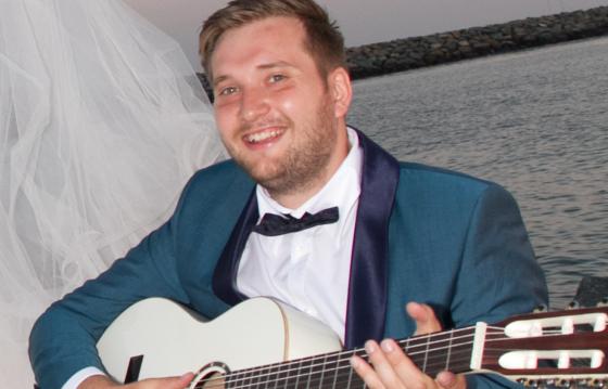 Hai sa trimitem un copil in tabara - Ionut Badea Karaoke fundraising