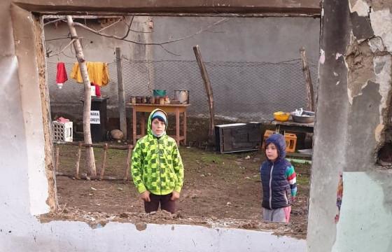 Îi ajutăm împreuna pe Denisa și Iulian, doi copii rămași fără casă în urma unui incendiu