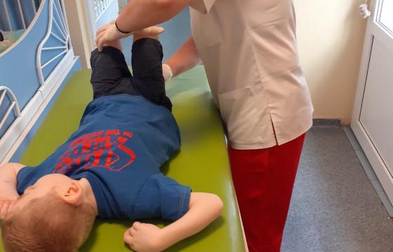 Un pas spre ziua de maine in anul 2021 – program de kinetoterapie pentru copii cu boli neurologice grave