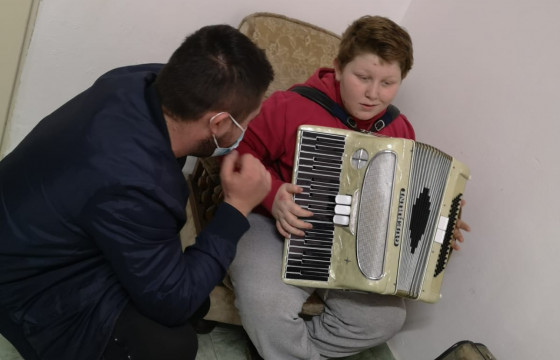 Culoare și sunet pentru 20 de copii vulnerabili din Arad