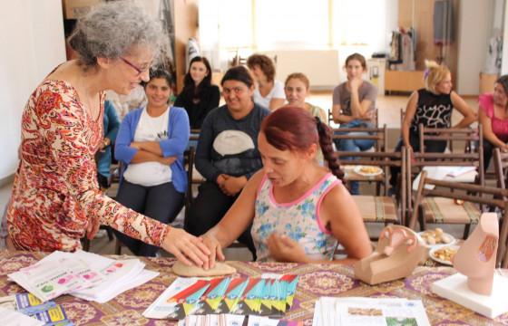 Drumul spre siguranță și sănătate pentru fete și femei din comunități