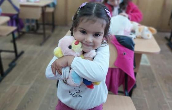 1 Iunie cu zâmbete și încălțări noi , pentru copiii din Ursita,Iasi