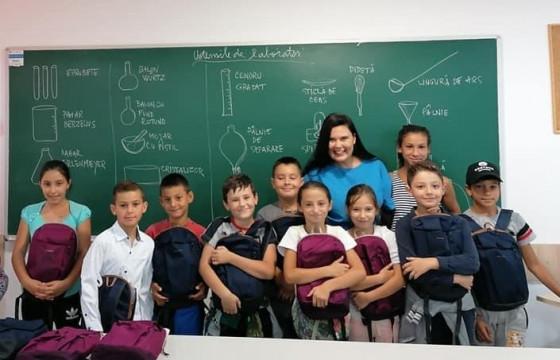 Educația începe cu un pix și un caiet ,multi copii din provincie au nevoie de acest prim  START