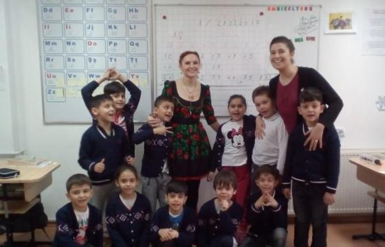 Copiii Teach merg in tabara