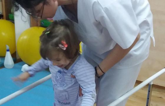 Un pas spre ziua de maine 2018 – program de kinetoterapie pentru copii cu boli neurologice grave