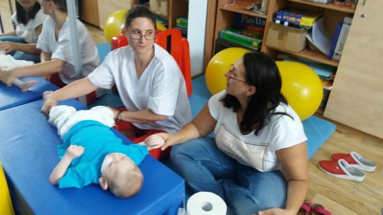 Un pas spre ziua de mâine în anul 2019 – program de kinetoterapie pentru copii cu afecţiuni neurologice grave
