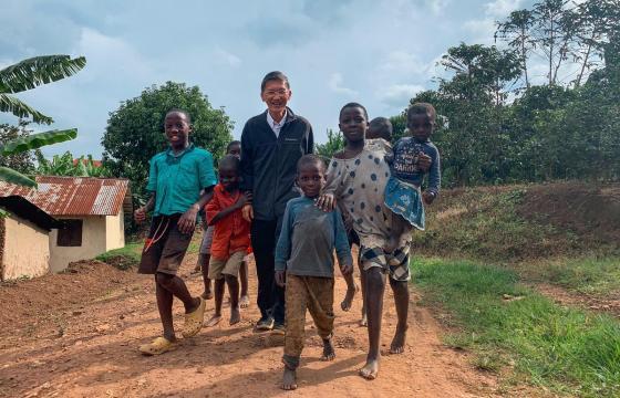 FAM SIOW LEONG, MEDICUL MALAEZIAN CARE ANUAL SALVEAZĂ PESTE 1.500 DE VIEȚI ÎN AFRICA