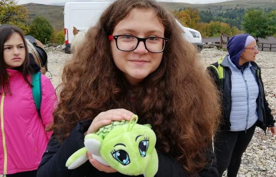 IRIS VAVILOV (16 ANI, TULCEA) VREA SĂ PUBLICE PRIMA CARTE CU POVEȘTI