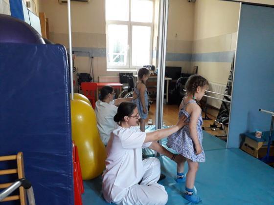 Un pas spre ziua de maine in anul 2020 – program de kinetoterapie pentru copii cu boli neurologice grave