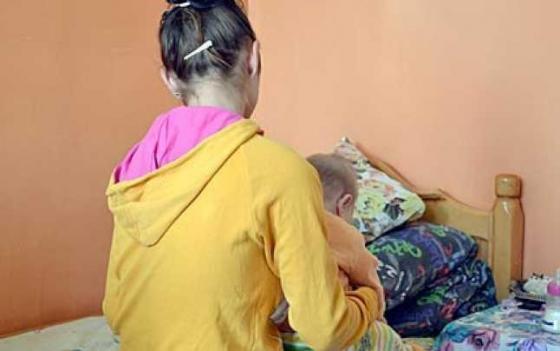CID ALATURI  DE TINERELE MAME AFLATE IN DIFICULTATE
