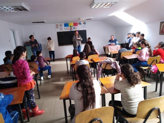 Şansă pentru fiecare suflet - program ce oferă copiilor o altă deschidere spre educaţie prin oportunitatea de a participa la activităţi extracurriculare.